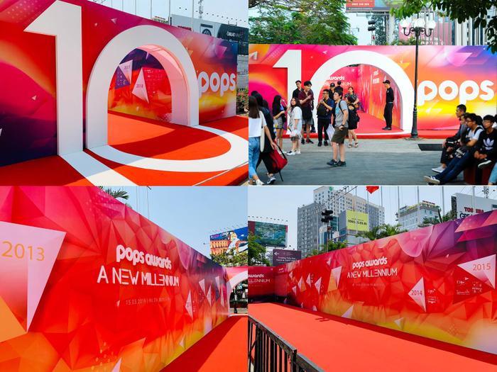 Cổng vào khu vực thảm đỏ ấn tượng với hình số 10 - điểm nhấn kỷ niệm 10 năm đồng hành cùng thị trường nội dung số của POPS.