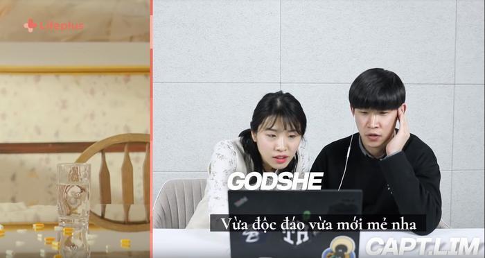 MV của Phương Ly được bố trí dưới dạng dọc, để có thể xem full trên màn hình điện thoại.