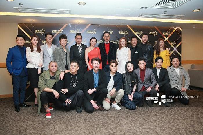 Dàn sao TVB chụp ảnh kỷ niệm tại sự kiện.
