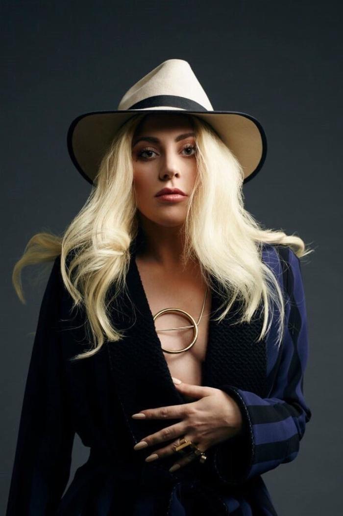 """""""Mẹ quái vật"""" Lady Gaga có không chỉ một MV xuất hiện trong top 100 này."""
