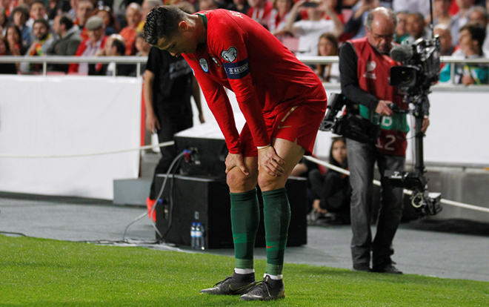 Juventus nhận hung tin: Ronaldo lỡ trận lượt đi tứ kết Champions League?