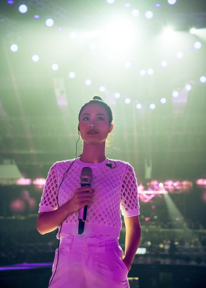 Sự kiện quốc tế có ngôi sao US-UK Dua Lipa: Đông Nhi tập trung cao độ cho màn tổng duyệt ảnh 4