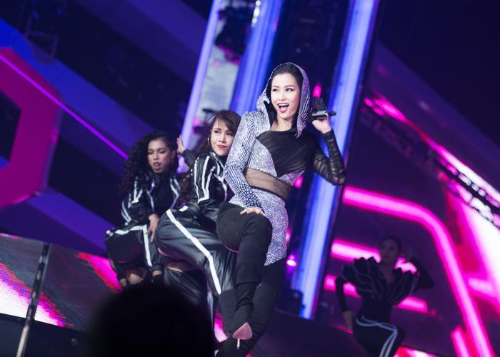Thanh Duy  Khả Như và khán giả châu Á phát cuồng màn biểu diễn của Đông Nhi tại Indonesia ảnh 11