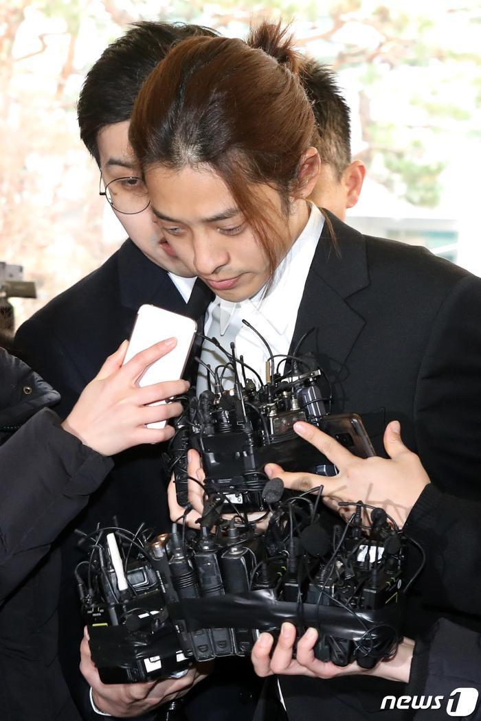 Sự thật dần hé lộ: Seungri thừa nhận đã lan truyền cảnh nóng bất hợp pháp nhiều nơi để thỏa mãn sở thích dung tục của mình ảnh 2