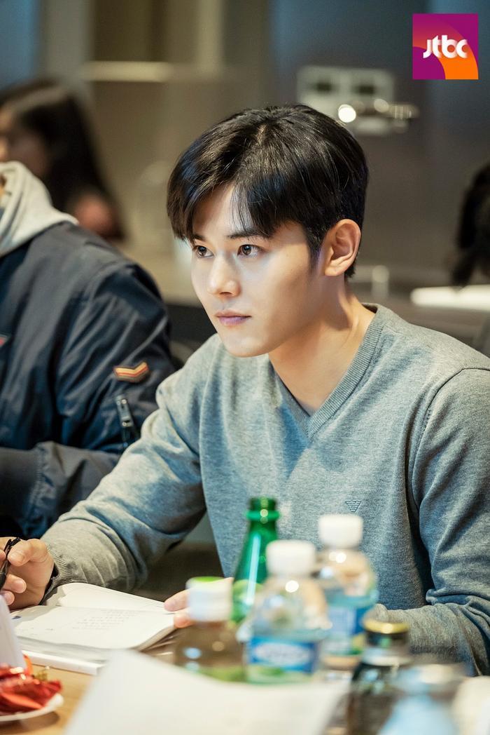 Lee Jung Jae, Shin Min Ah cùng dàn sao cực khủng tại buổi đọc kịch bản phim 'Advisor'