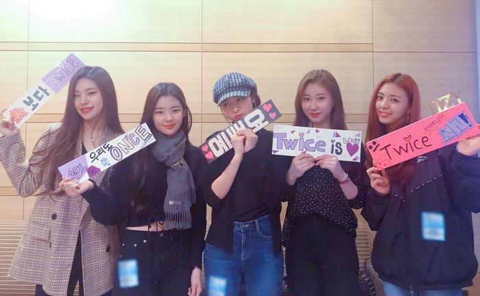 Các cô nàng ITZY tại concert Twice.