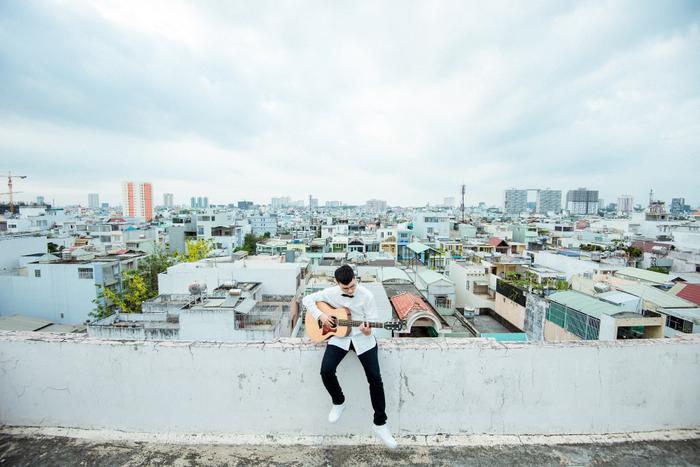 Lê Thiện Hiếu tung MV mới, mượn Cá tỏ tình dành cho chàng trai nhút nhát ảnh 4