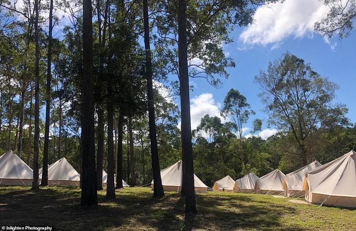 100 lều đã được dựng lên để phục vụ khách mời.