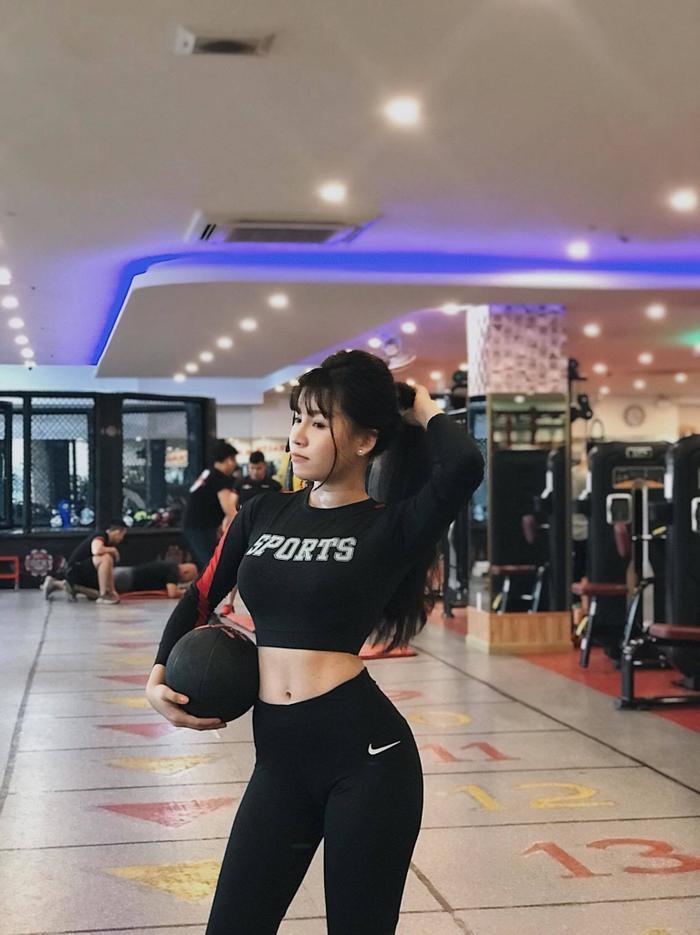 Mãn nhãn xem bạn gái Đăng Văn Lâm hướng dẫn các bài HIIT giúp giảm cân nhanh ảnh 1