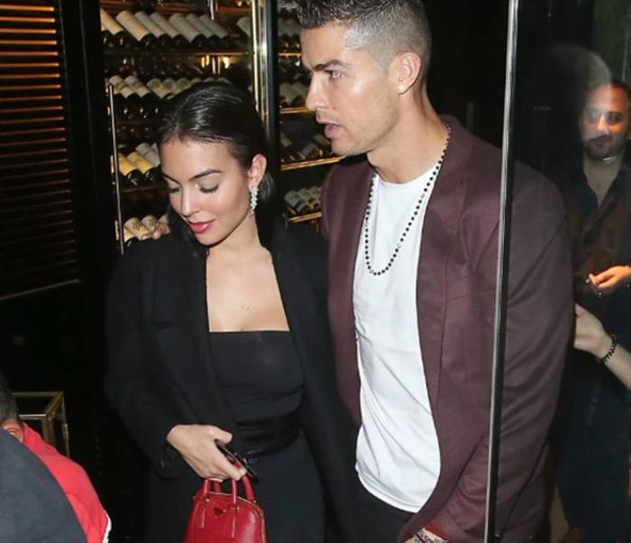 Bị đồn chửa ngoài ý muốn, vợ sắp cưới của Ronaldo phản ứng cực gắt