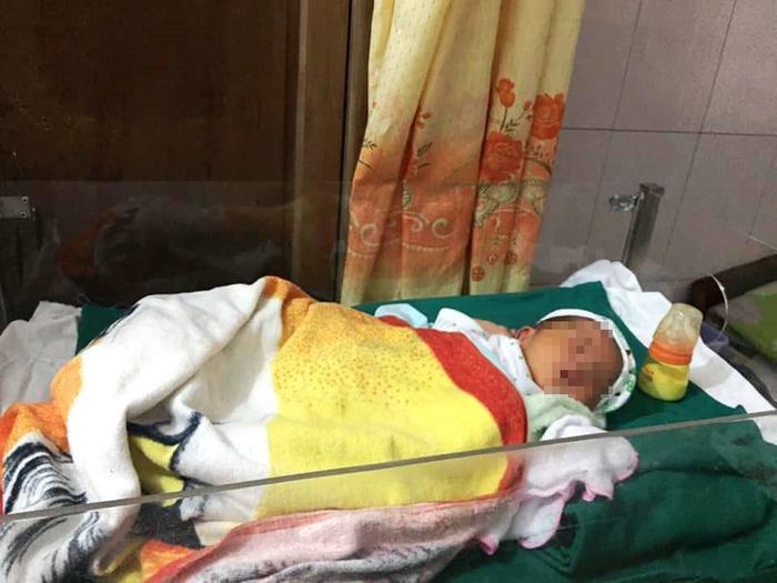 Bé trai nặng 3,5 kg được xác định mới sinh khoảng 1 tuần.