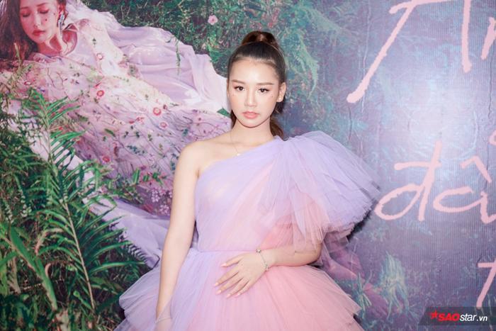 AMEE xinh đẹp trong buổi họp báo ra mắt sản phẩm debut.
