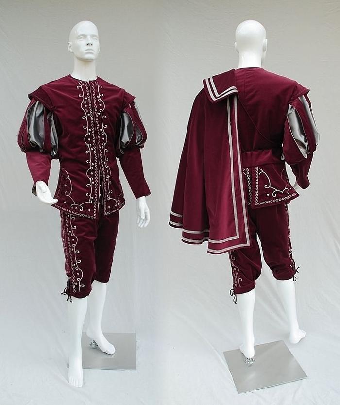 Mẫu thiết kế trang phục bao gồm áo choàng theo phong cách Châu Âu