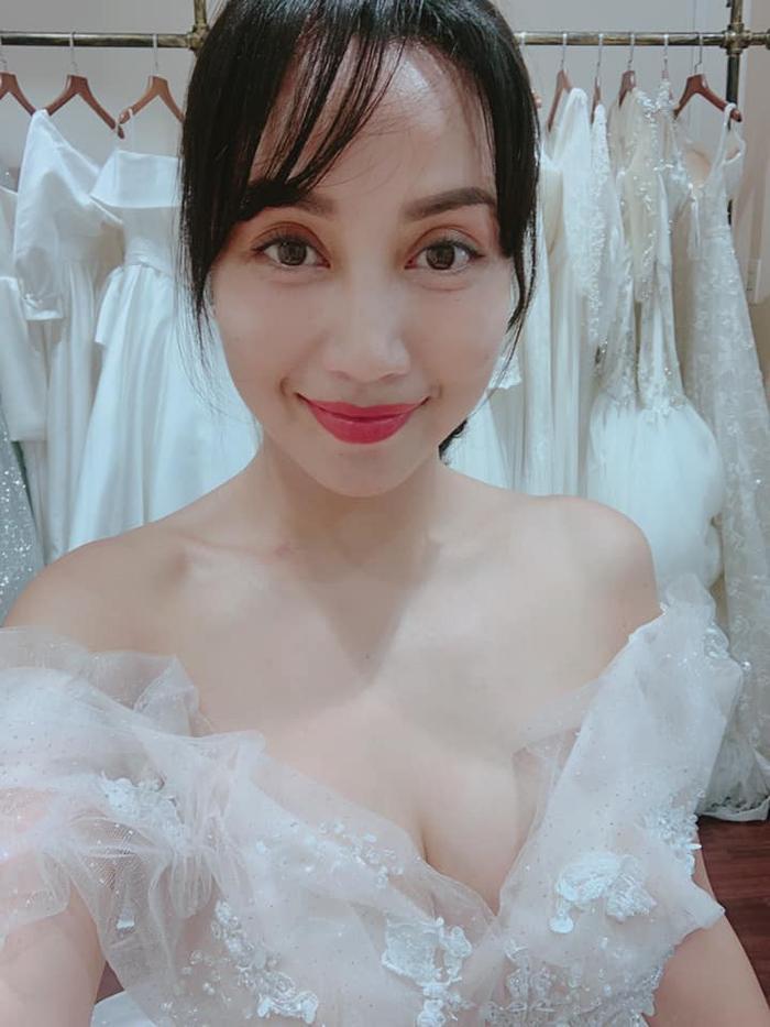 Mẹ 3 con Ốc Thanh Vân tung ảnh váy cưới, kỉ niệm 11 năm lên xe hoa ảnh 3