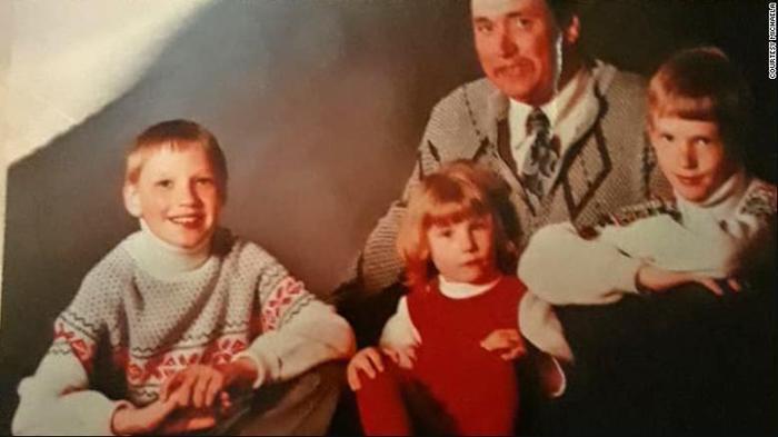 Ảnh chụp gia đình của nạn nhân Michaela. Ảnh: CNN