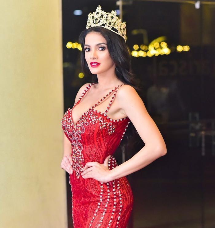 """""""Miss Xỉu"""" Clara Sosa: Hoa hậu quốc tế được khen thì ít, bị """"ném đá"""" nhiều không đếm xuể."""