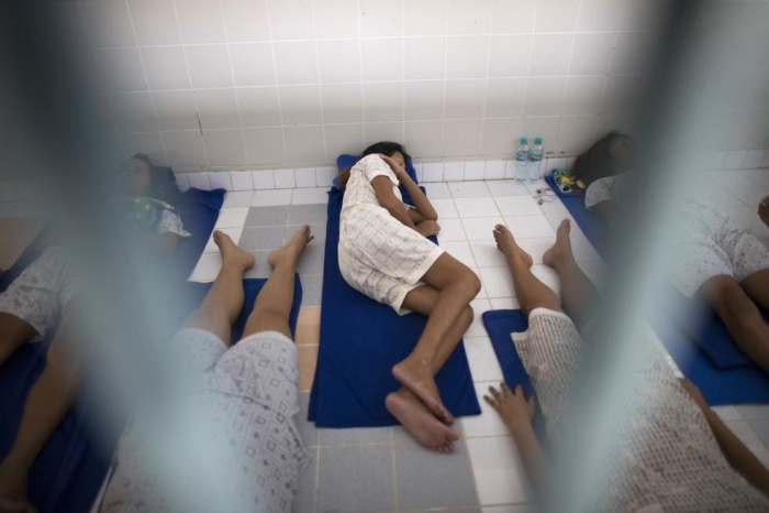 Người chuyển giới ngủ tại biệt tại khu vực dành riêng cho nữ tại trại giam Pattaya Remand.