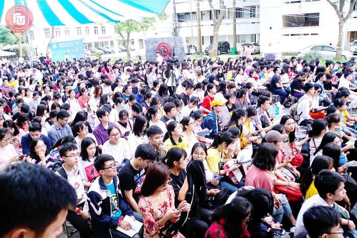Đông đảo học sinh tham gia để giải đáp những thắc mắc xung quanh vấn đề tuyển sinh năm 2019. Ảnh: ftu.edu.vn
