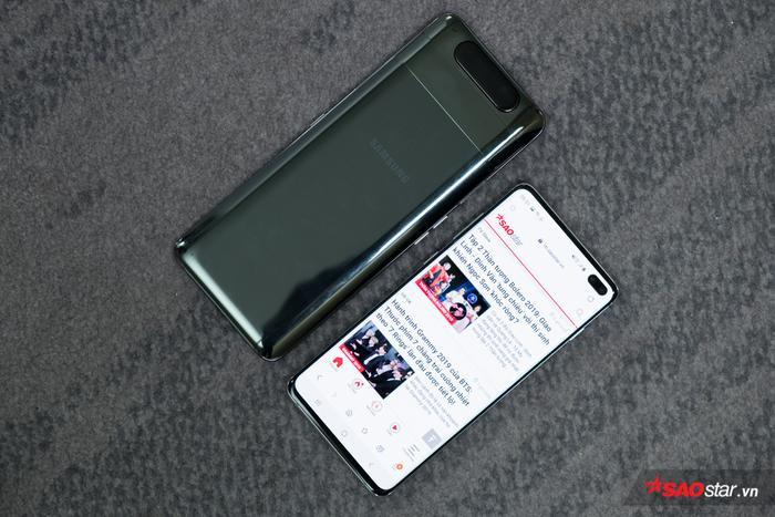 """Mặt lưng của Galaxy A80 khi với """"siêu phẩm"""" Galaxy S10+."""