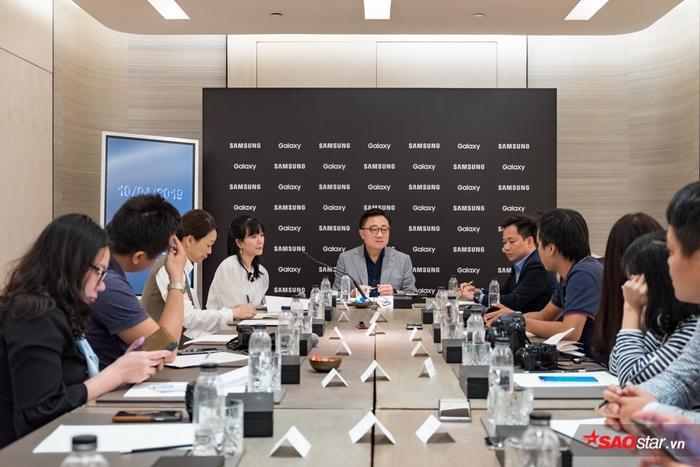 CEO Samsung: Giới trẻ Việt Nam thích ứng quá nhanh với những sự thay đổi của công nghệ! ảnh 0