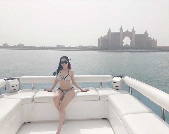 """Với thân hình nóng bỏng, những bức hình """"khoe dáng"""" với bikini của hot girl luôn nhận được hàng nghìn lượt like."""