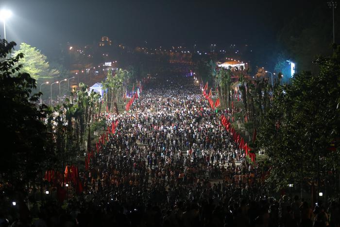Năm nay, Giỗ Tổ Hùng Vương - Lễ hội đền Hùng được diễn ra từ ngày 8 - 10/3 năm Kỷ Hợi. Rất đông người dân đổ về Đền Hùng để dâng hương.