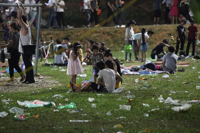 Sau cùng, dù đã khắc phục rất nhiều lần nhưng vẫn còn hiện tượng xả rác bừa bãi của một số du khách vẫn tái diễn.