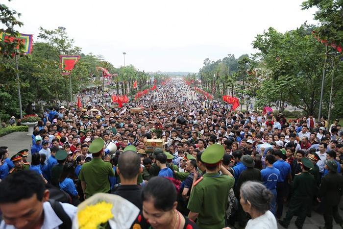 Giỗ Tổ Hùng Vương - Lễ hội Đền Hùng năm nay do tỉnh Phú Thọ chủ trì với sự tham gia góp giỗ của ba tỉnh: Nghệ An, Sơn La và Cần Thơ, được tổ chức từ ngày 5 đến 14/4 (tức mồng 1 đến 10-3 âm lịch) với nhiều hoạt động văn hóa, nghệ thuật, thể thao.