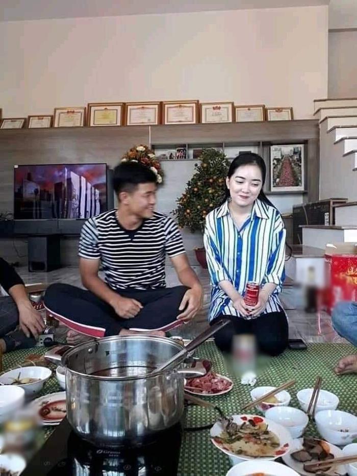 Hình ảnh được cho là Hà Trang trong ngày ra mắt nhà Đức Chinh