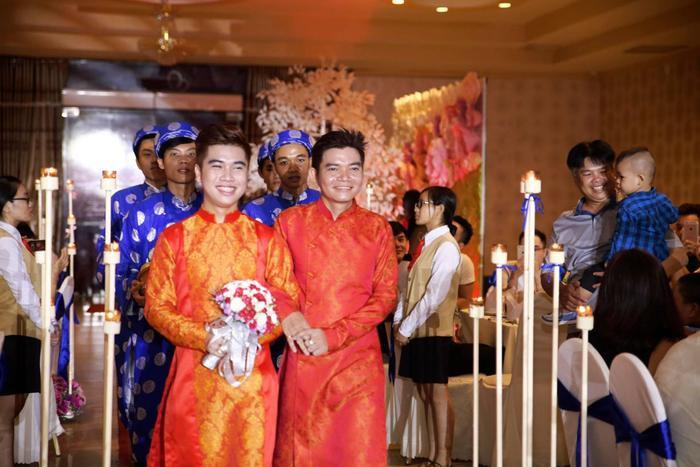 Đám cưới giữa chàng 41 và chàng trai 21 từng khiến nhiều người tò mò.