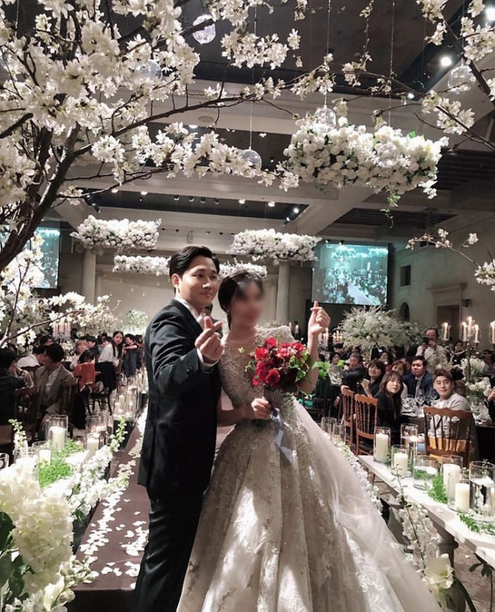 Đám cưới Lee Yong Jin: Cô dâu giống Yoo In Na, Super Junior  Yoo Jae Suk và nhiều sao tham dự ảnh 22