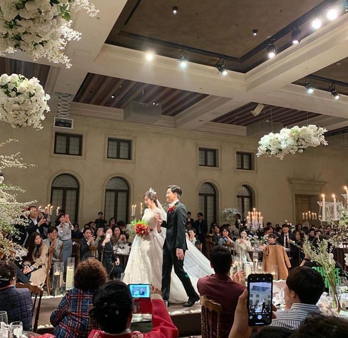 Đám cưới Lee Yong Jin: Cô dâu giống Yoo In Na, Super Junior  Yoo Jae Suk và nhiều sao tham dự ảnh 3