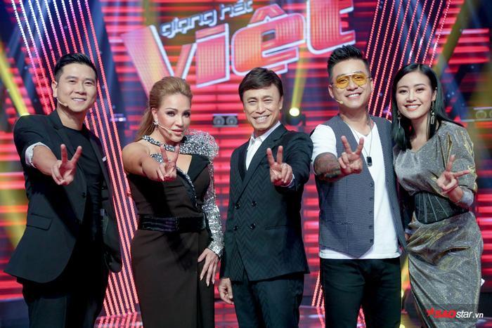 """""""Bộ sậu"""" quyền lực bên MC quen thuộc của chương trình - Phí Linh."""