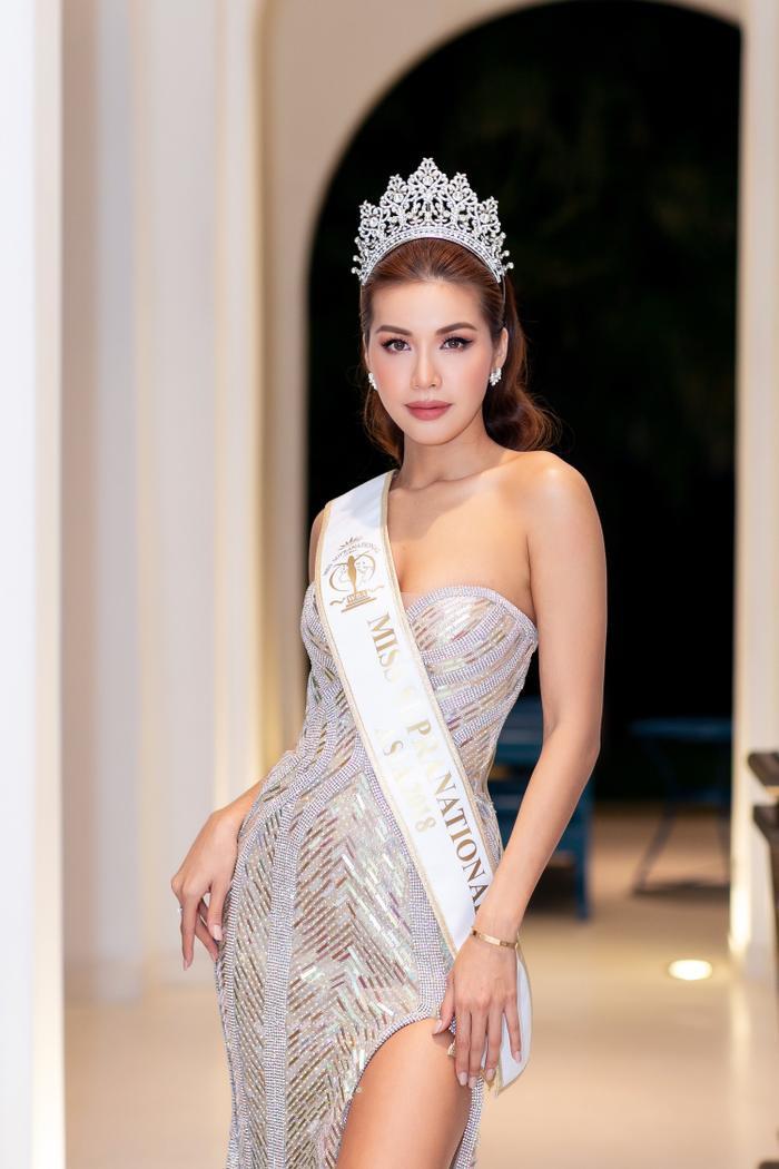 Thả dáng uyển chuyện đã là… thói quen của Miss Supranational Asia 2018.