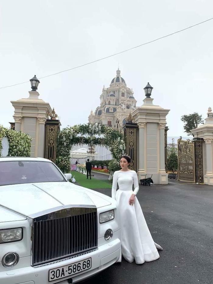 Cô dâu xinh đẹp như một công chúa.