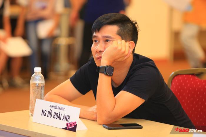 Giám đốc âm nhạc Hồ Hoài Anh là người cần câm nảy mực của vòng tuyển sinh trực tiếp The Voice Kids 2019.
