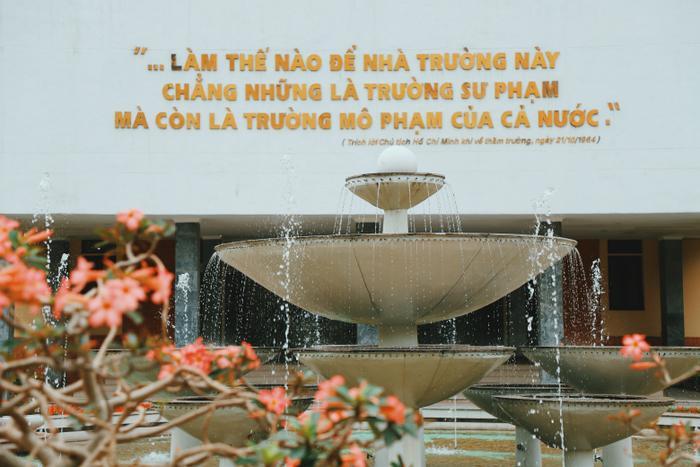 Đài phun nước tạiTrung tâm văn hoá ULIS.