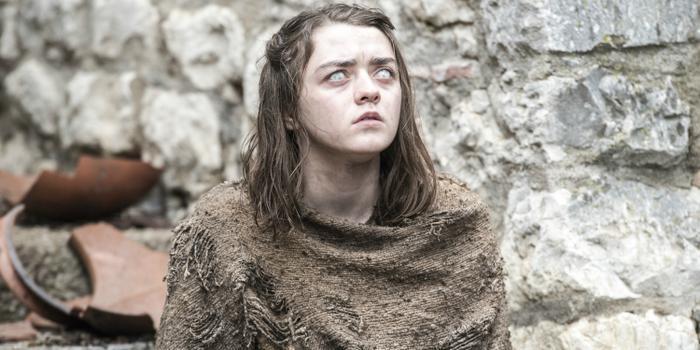 Arya từng phải vật lộn khi bị mù 2 mắt.