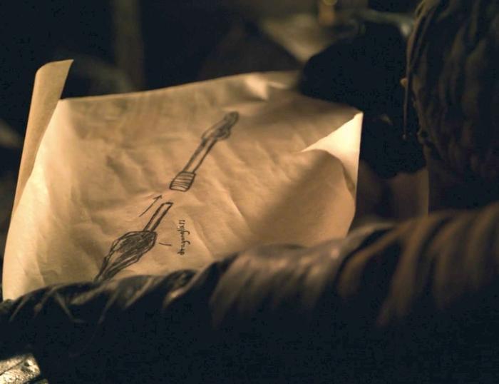 Bản vẽ vũ khí Arya đưa cho Gendry trong tập 1.