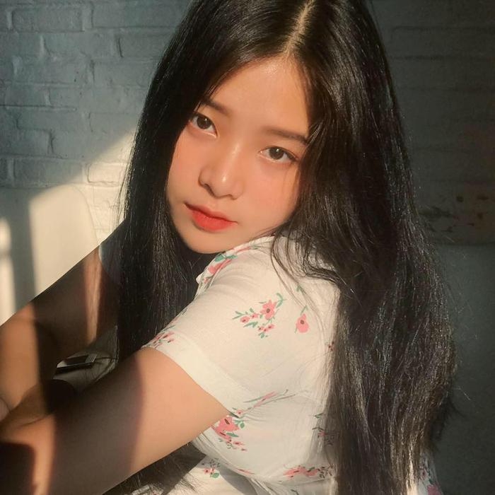 """Đây chính là """"gương mặt vàng"""" của làng thời trang Sài Gòn, khi cô nàng được rất nhiều thương hiệu thời trang local chọn làm KOL để quảng bá cho sản phẩm."""