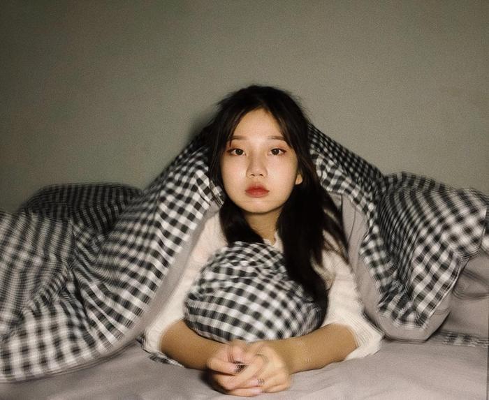 Uyên Vy sinh năm 1999, hiện đang họcngành Quản trị du lịch và Lữ hành tại Đại học Duy Tân (Đà Nẵng).