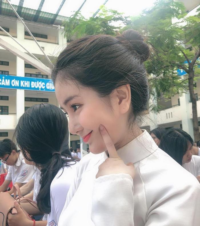 """Gương mặt đứng đầu """"bảng vàng"""" không ai khác chính là Võ Ngọc Trân - nữ sinh của THPT Bình Hưng Hòa."""
