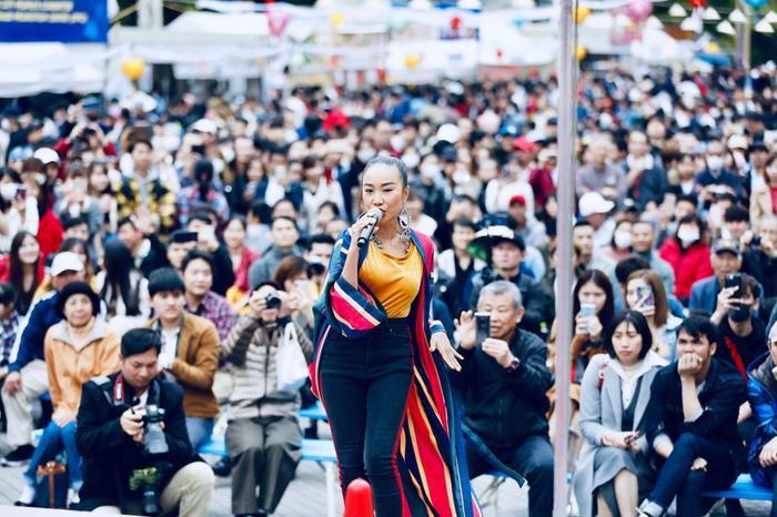 Hơn 20.000 khán giả tại Nhật hòa vang loạt ca khúc và 'cháy' dưới mưa cùng Đoan Trang