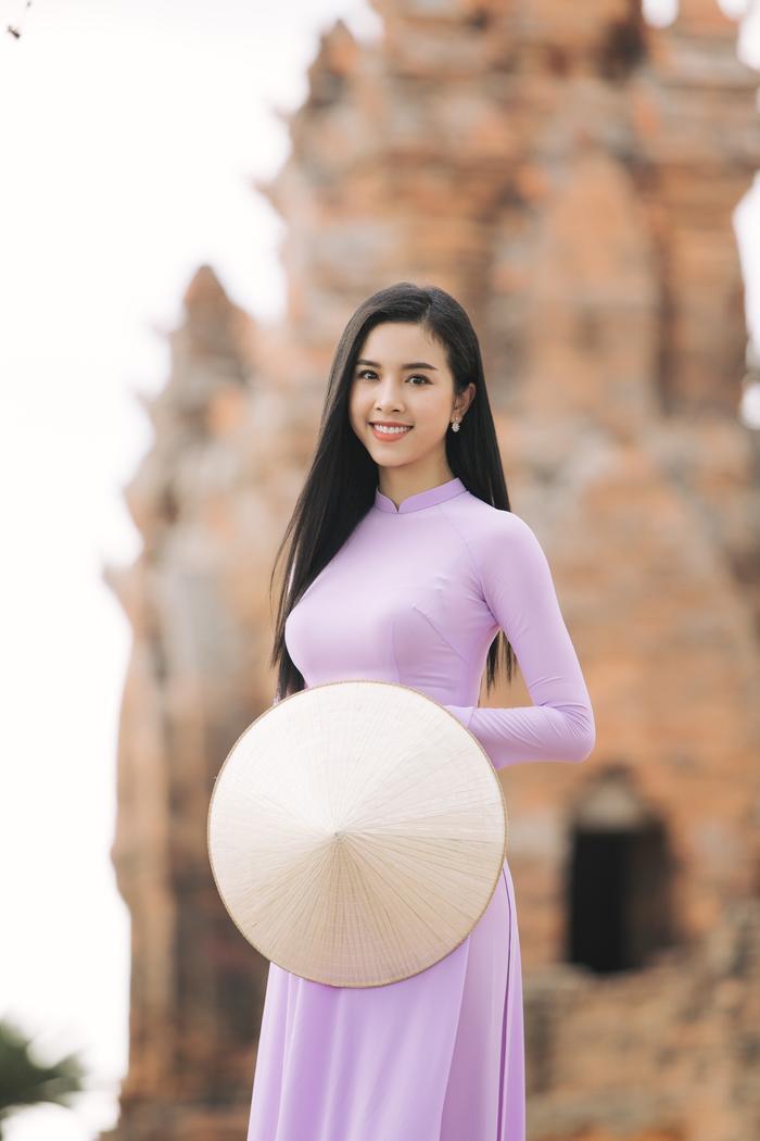 HHen Niê  Minh Tú  Tiểu Vy đồng loạt tung ảnh diện quốc phục: Mặn mà nhất vẫn là chị đẹp này! ảnh 4