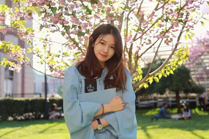 Thêm một vài hình ảnh của Kim My trong bộ đồng phục của trường