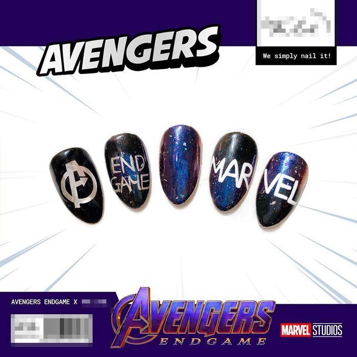 Họa tiết móng lấy ý tưởng từ logo Avengers.
