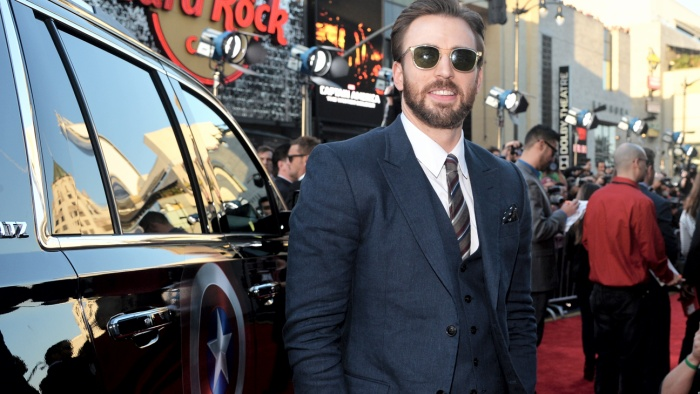 """8. Chris Evans (Captain America): """"Đội trưởng Mỹ""""Chris Evans có phần khiêm tốn hơn khi chỉ sở hữu một chiếc LexusES 350 và một chiếc Jeep Grand Cherokee SRT8. Gần đây, garage xe của'Đội Trưởng Mỹ' Chris Evans mới bất ngờ có thêm một chiếc ô tô do """"Người Sắt' Robert Downey Jr. tặng. Đặc biệt, chính Robert Downey Jr.đã lên ý tưởng độ chiếc xe này với rất nhiều chi tiết trên xe gắn liền với vai diễnCaptain AmericamàChris Evansthể hiện."""