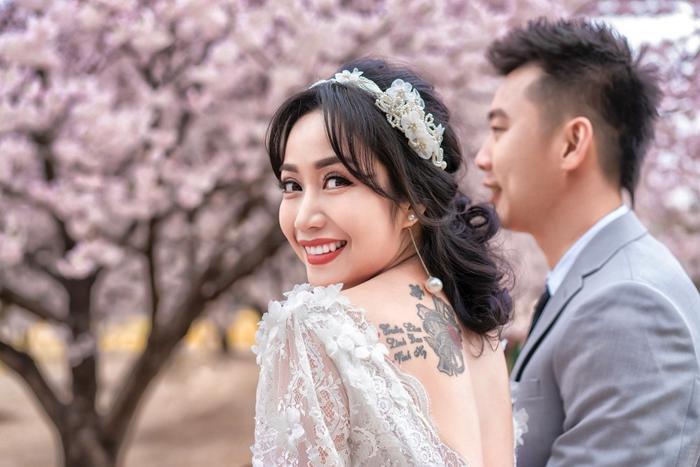 Trọn vẹn bộ ảnh kỷ niệm 11 năm kết hôn tình bể bình của vợ chồng Ốc Thanh Vân ảnh 3