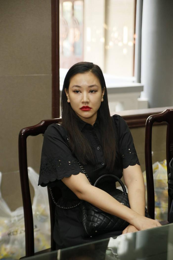 Mya va Như Hương là người mẫu cùng thời. Tại lễ viếng, Mya đã bật khóc khi tiễn đưa bạn.