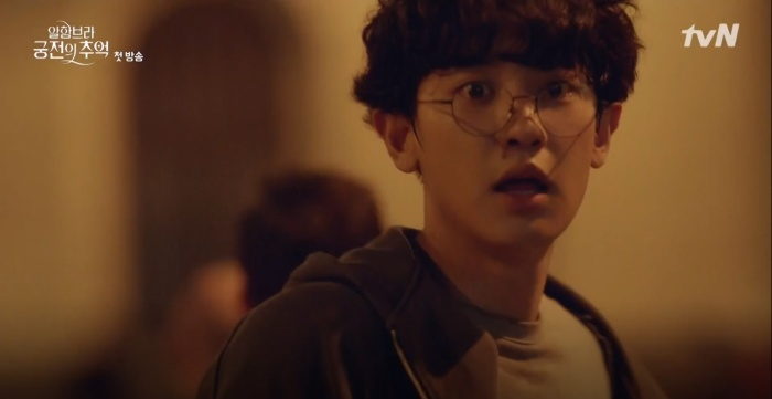 D.O (EXO) làm gì sau khi hôn Nam Ji Hyun? Chanyeol (EXO) là người duy nhất biết chơi game trong Memories of the Alhambra? ảnh 5
